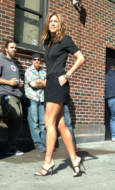 64830_jennifer_aniston_arriving_at_the_late_show_with_david_letterman_02.jpg