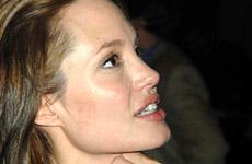 Angelina Jolie tiene brazos de hombre