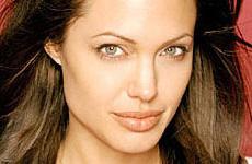 Angelina Jolie critica adopción de Madonna