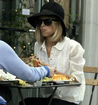 nicole-dinners-at-toast-restaurant-2.jpg