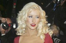 Christina Aguilera removió sus implantes?