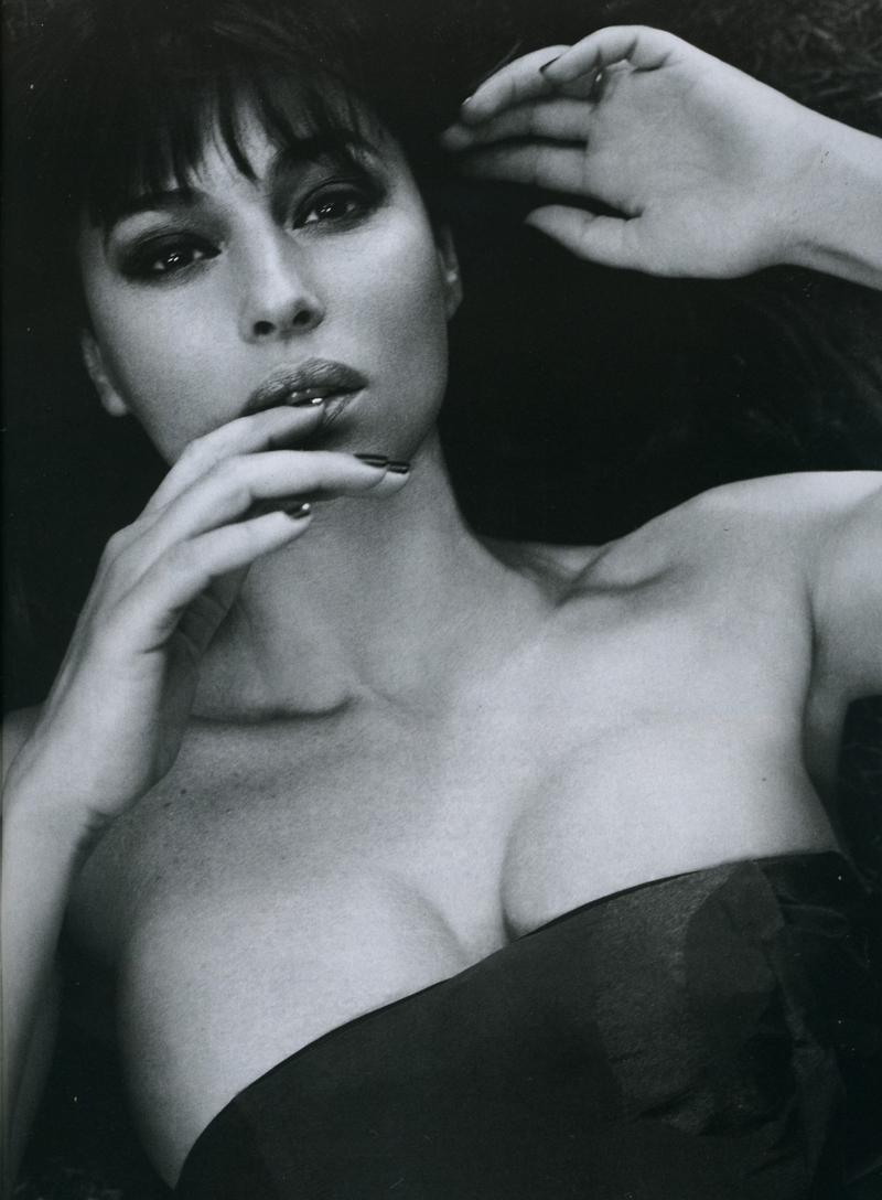 Resultado de imagen de senos de monica bellucci