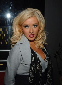 christina_aguilera_nylon_party5.jpg