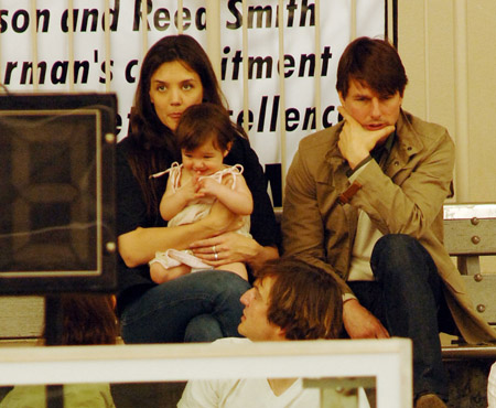katie_holmes_with_tom_cruise_and_suri_watch_basketball_game_in_beverly_hills_01.jpg