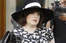 Kelly y Sharon Osbourne... creepy!