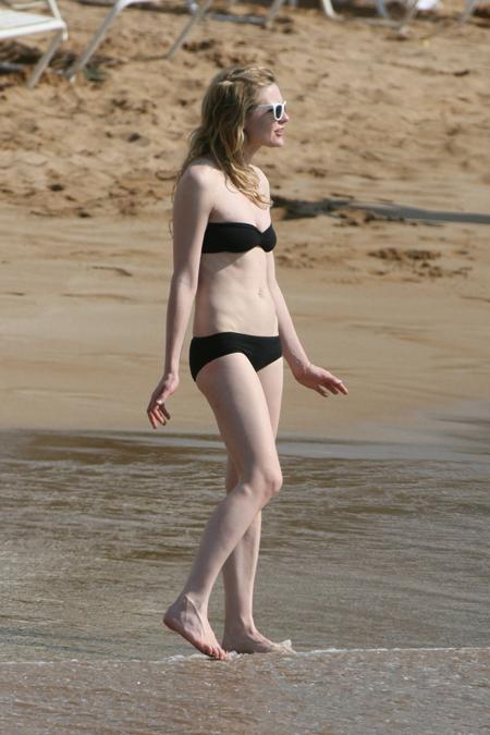 kirsten_dunst_bikini_4.jpg