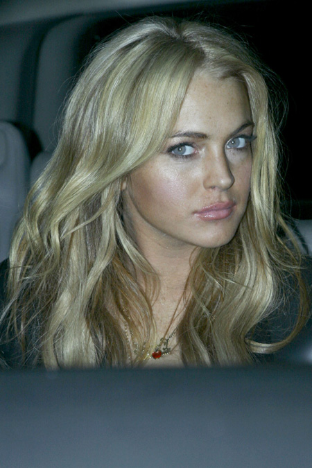 lindsay_lohan_back_to_blonde_04.jpg