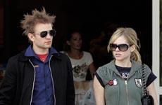 Avril Lavigne cuida a su hombre