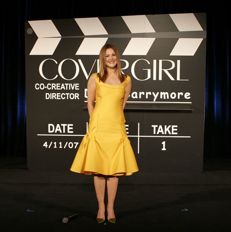 drew_barrymore_new_face_of_covergirl_cosmetics_01_farandulista.jpg