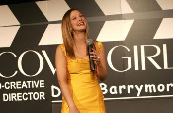 drew_barrymore_new_face_of_covergirl_cosmetics_03_farandulista.jpg