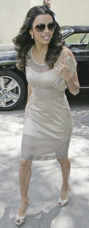 eva_longoria_candid_wedding_shower_01_farandulista.jpg