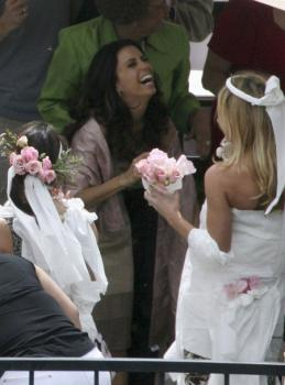 eva_longoria_candid_wedding_shower_03_farandulista.jpg