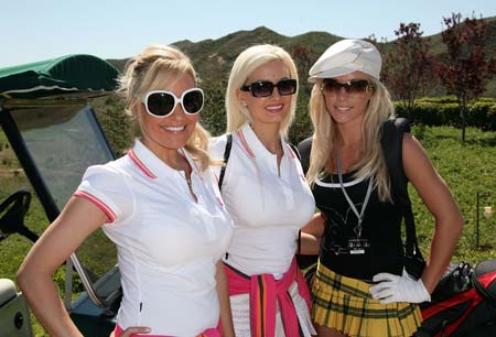 girsl-playboy-mansion-golf5.jpg
