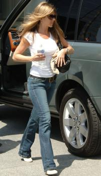 jennifer_aniston_century_city_02.jpg