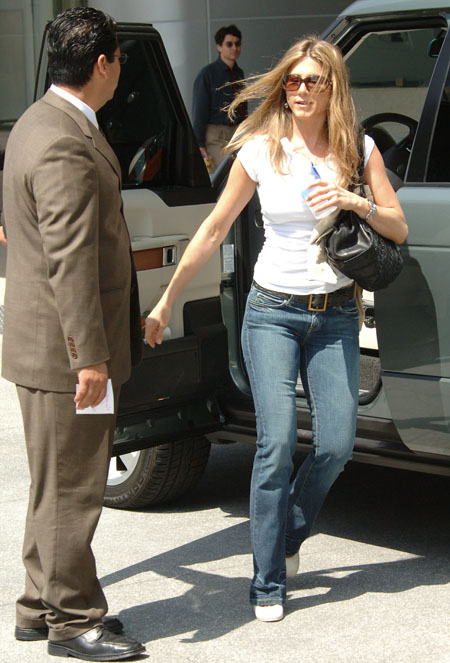 jennifer_aniston_century_city_04.jpg