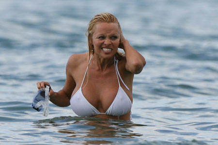 pamela_anderson_hawaii_up_farandulista.jpg