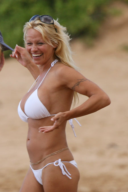 pamela_anderson_hawaii_up_farandulista_00.jpg