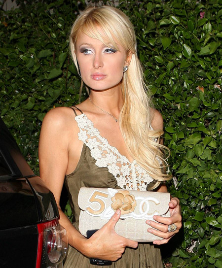 paris_hilton_shows_her_underwear_01.jpg