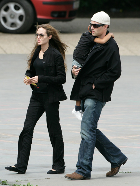 angelian_jolie_her_brother_maddox_prague_farandulista03.jpg