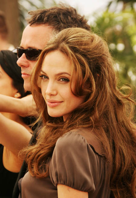 angelina_jolie_a_mighty_heart_photocall_at_cannes_film_festival_farandulista_02.jpg