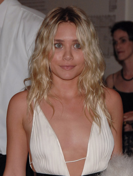 ashley_olsen_at_met_gala_farandulista_01.jpg