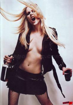 avril-lavigne-topless-blender-03.jpg