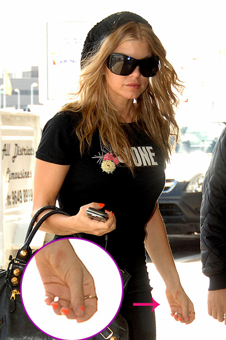 fergie_arrives_at_sydney_airport_farandulista_01-copia.jpg