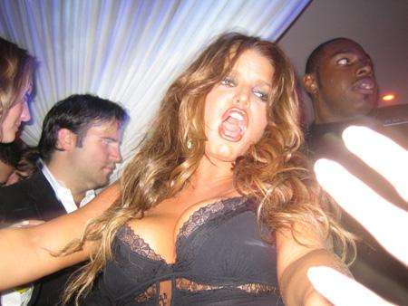 jessica_simpson_dancing_at_pure_nightclub_02_farandulista.jpg