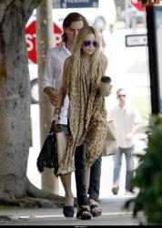 mary_kate_olsen_aout_and_about_farandulista_02.jpg