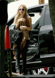 mary_kate_olsen_out_and_about_farandulista.jpg