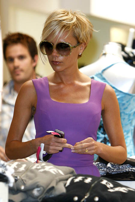 posh_blonde_shopping.jpg