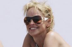 Sharon Stone en Bikini en Cannes