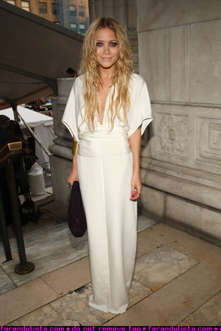mary_kate_olsen_at_cfds_fashion_show_farandulista.jpg