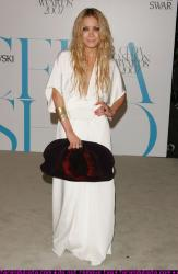 mary_kate_olsen_at_cfds_fashion_show_farandulista_01.jpg