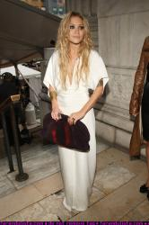 mary_kate_olsen_at_cfds_fashion_show_farandulista_04.jpg
