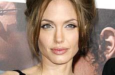 Angelina Jolie se deprime por su reciente film