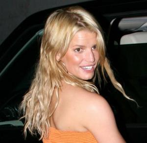 jessica_simpson_orange_farandulista_04.jpg