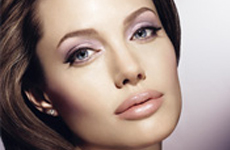 Nuevas promos de Angelina Jolie para Shiseido