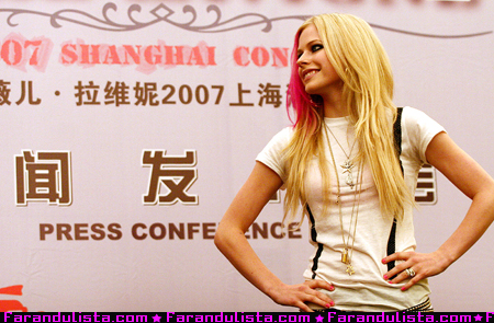 avril_press_conference_shangai.jpg