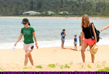 jennifer_aniston_courteney_cox_hawaii_02.JPG