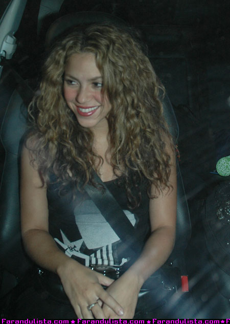 shakira_at_koi_restaurant_01.jpg