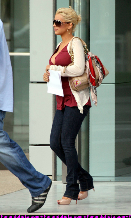 christina-aguilera-medical-office-02.jpg