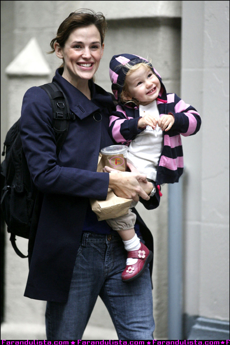 jennifer-garner-and-daughter-violet-in-new-york-02.jpg