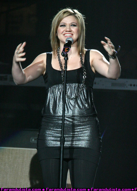 kelly-clarkson-adre-agassi-charitable-fundation-02.jpg