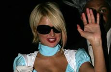 Paris Hilton disfrazada de Alicia en Beverly Hills