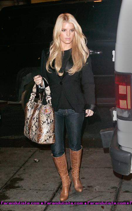 jessica_simpson_out_for_dinner_in_nyc-02.jpg