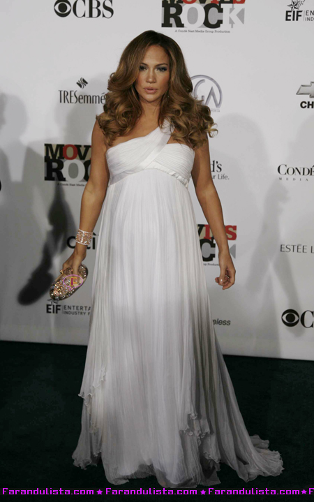 jennifer-lopez-loves-her-belly-00.jpg