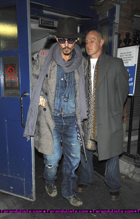 johnn-depp-leaves-hi-hotel-london_02.jpg