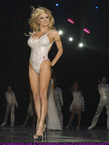 pamela_anderson_has_her_final_curtain_call_in_las_vegas-03.jpg
