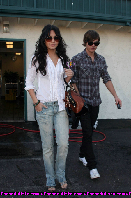 vanessa-hudgens-and-zac-efron-in-hollywood-06.jpg